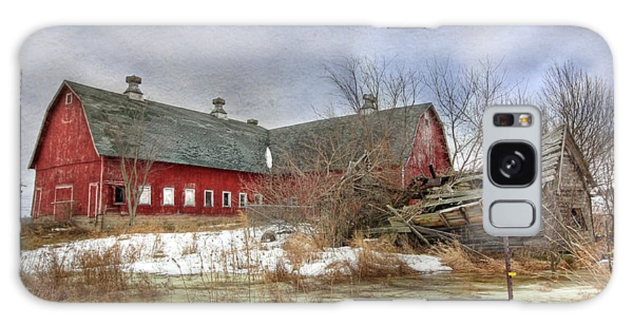 Old Red Barn Galaxy S8 Case featuring the photograph I Fall To Pieces by Lori Deiter