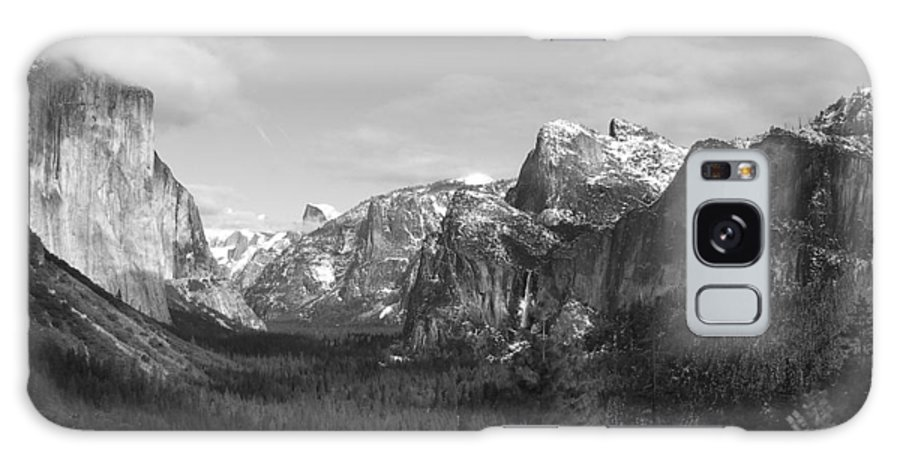 Yosemite Galaxy S8 Case featuring the photograph Inspiration Point by Travis Day