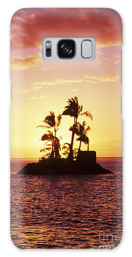 Alone Galaxy S8 Case featuring the photograph Island Silhouette by Tomas del Amo - Printscapes