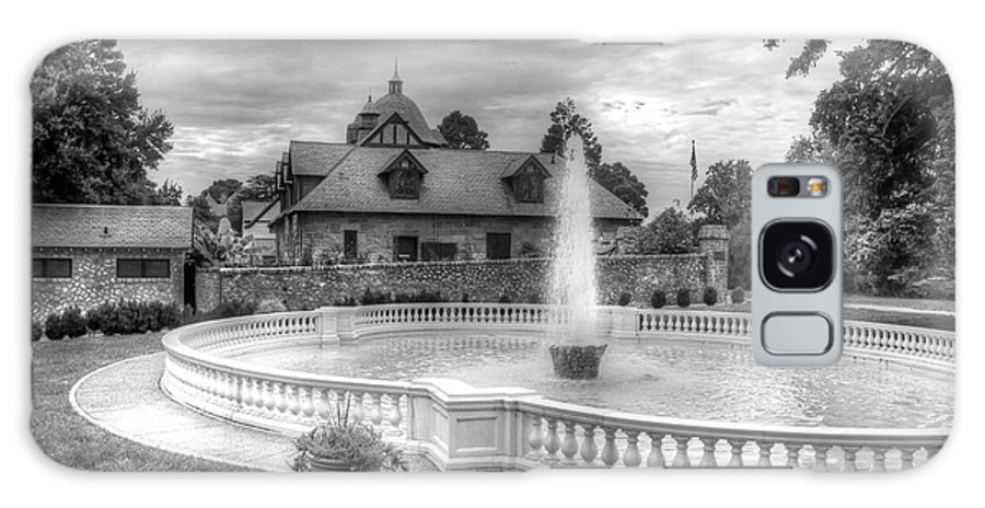 Maymont Park Italian Fountain Entrance Virginia Black And White Galaxy S8 Case featuring the photograph Italian Fountain Maymont B And W by Karen Jorstad