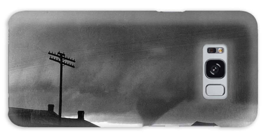 1902 Galaxy S8 Case featuring the photograph Kansas: Tornado, C1902 by Granger