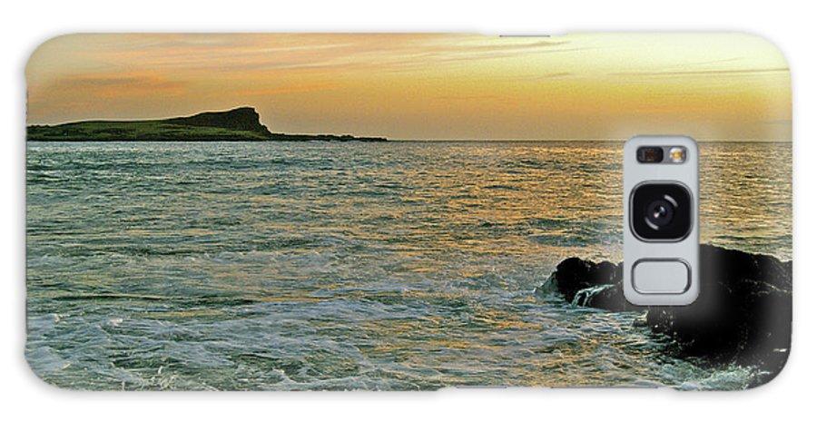 Kaohikaipu Island Galaxy S8 Case featuring the photograph Kaohikaipu Island Sunrise 658 by Michael Peychich