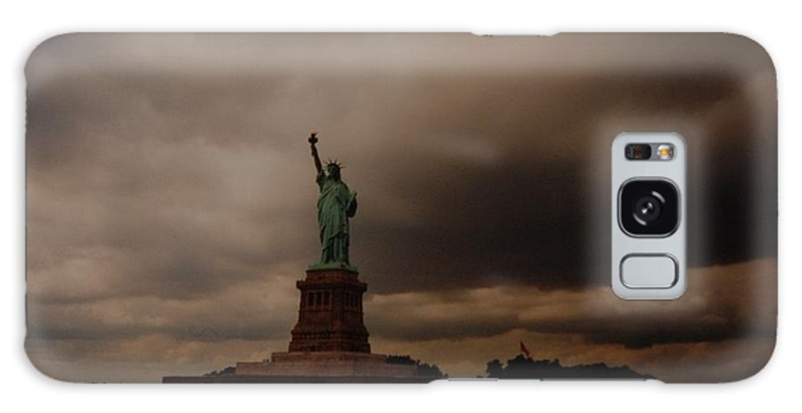 Statue Of Liberty Galaxy S8 Case featuring the photograph Lady Liberty by Rob Hans