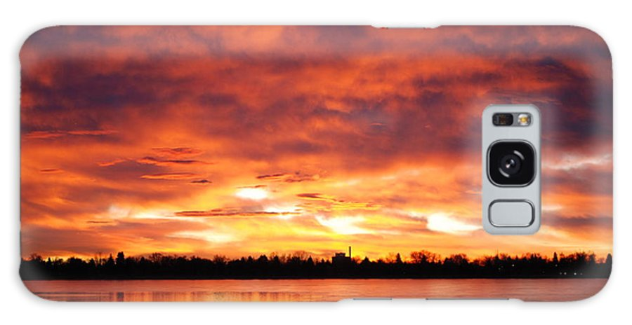 Sunrise Galaxy S8 Case featuring the photograph Lake Loveland Sunrise by Billie Colson