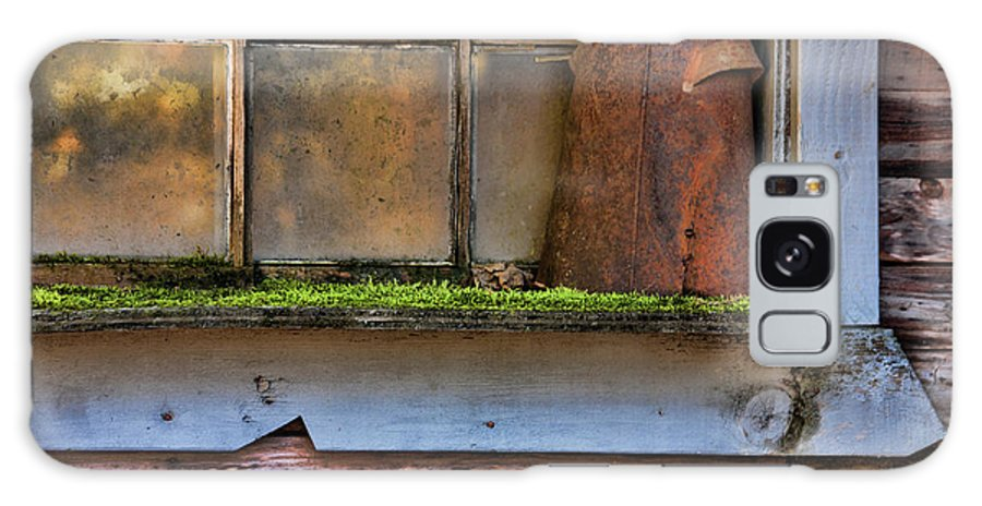 Rusty Pot Galaxy S8 Case featuring the photograph Long Forgotten by Bonnie Bruno