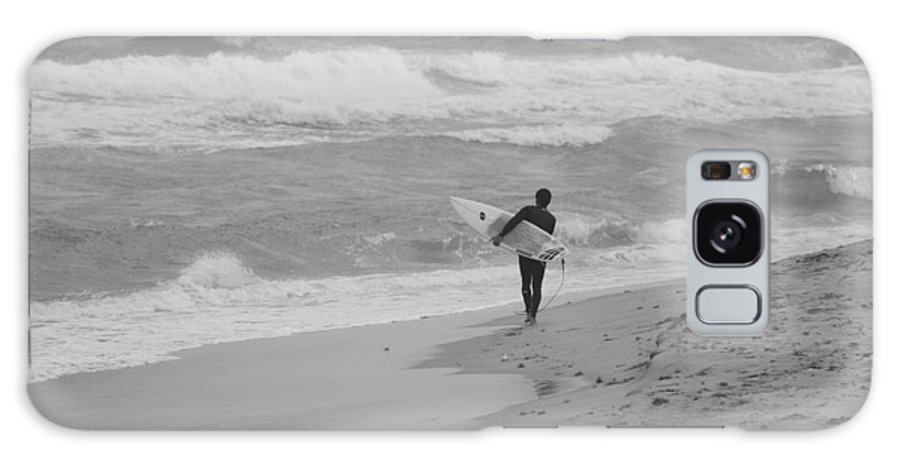 Black And White Galaxy S8 Case featuring the photograph Long Walk Home by Rob Hans