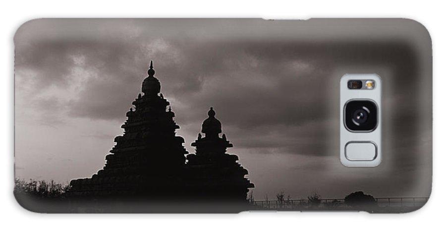 Krishnan Srinivasan Galaxy S8 Case featuring the photograph Mahabalipuram Silhouette by Krishnan Srinivasan