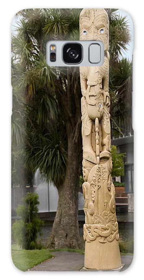 Maori Poupou Galaxy S8 Case featuring the photograph Maori Poupou by Sally Weigand