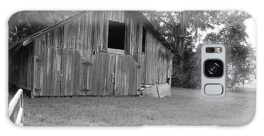 Micanopy Barn Galaxy S8 Case featuring the photograph Micanopy Barn by Warren Thompson