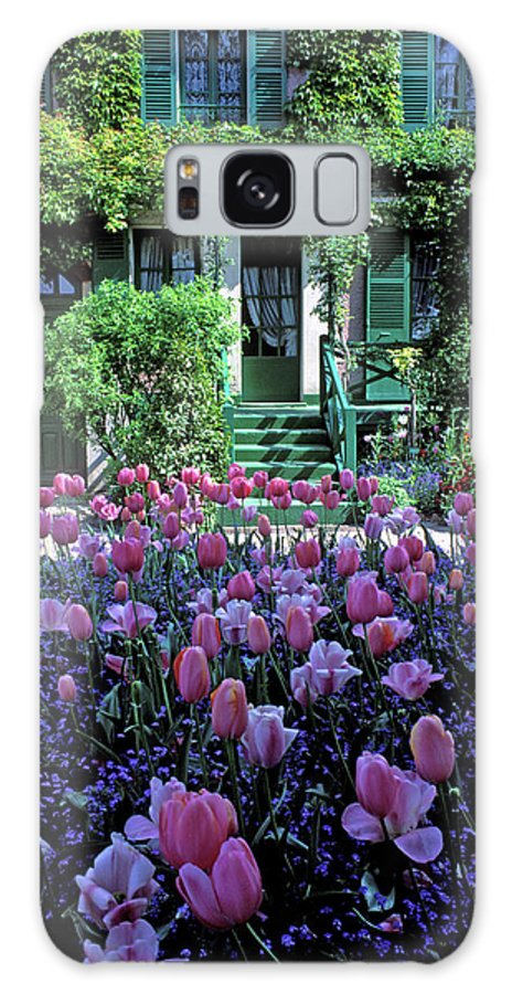 Tulips Galaxy S8 Case featuring the photograph Monet's House With Tulips by Kathy Yates