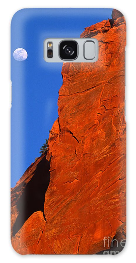 Full Moon Galaxy S8 Case featuring the photograph Moonrise In Grand Staircase Escalante by Sandra Bronstein