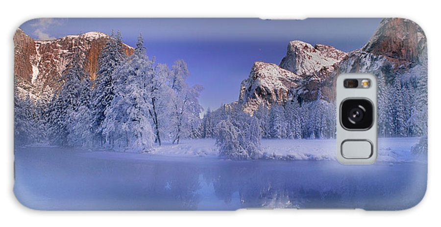 North America Galaxy S8 Case featuring the photograph Moonrise Over Gates Of The Valley Yosemite National Park by Dave Welling