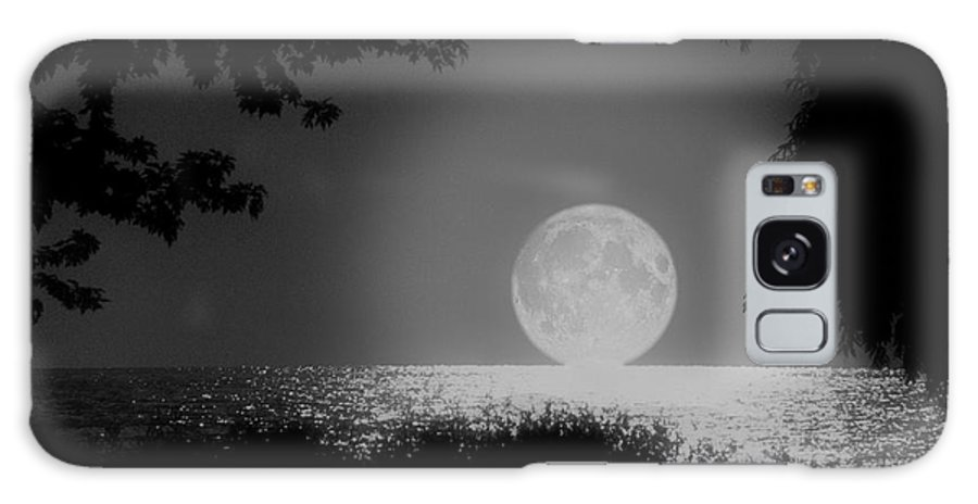 Moon Galaxy Case featuring the photograph Moonset On Lake Erie by Kenneth Krolikowski