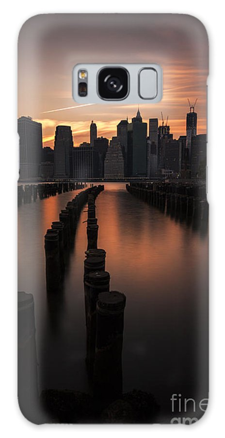 Manhattan Galaxy S8 Case featuring the photograph Mooring Eve by Andrew Paranavitana