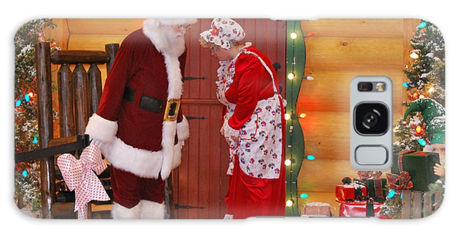 Teresa Blanton Galaxy S8 Case featuring the photograph Mr And Mrs S Claus by Teresa Blanton