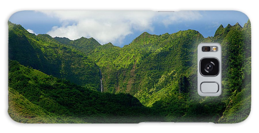 Na Pali Galaxy S8 Case featuring the photograph Na Pali Green by Mike Dawson