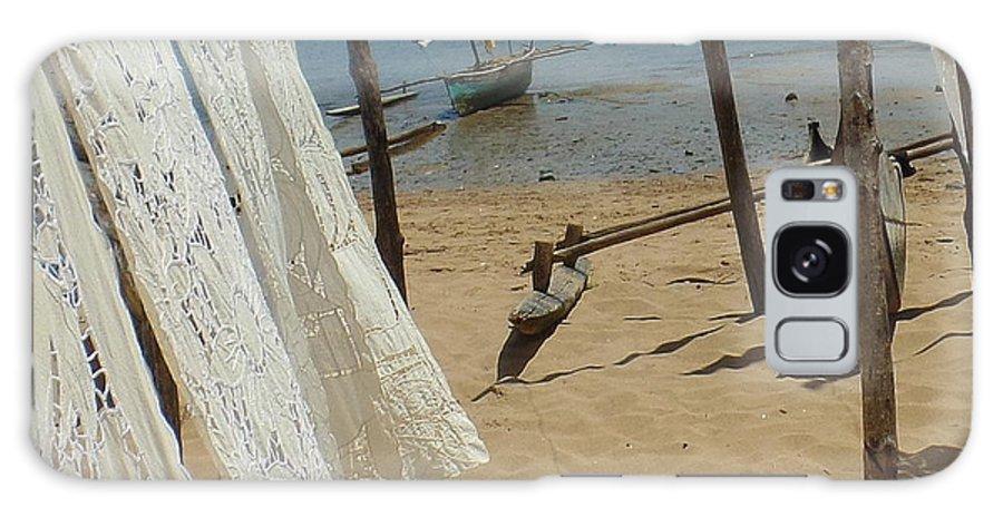 Native Galaxy S8 Case featuring the photograph Native Beach Scene by John Potts