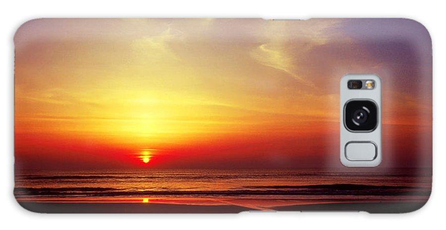 Beach Galaxy S8 Case featuring the photograph Ocen Sunrise. by John Greim