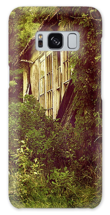 Abandoned Building Galaxy S8 Case featuring the photograph Old Country Schoolhouse. by Kelly Nelson