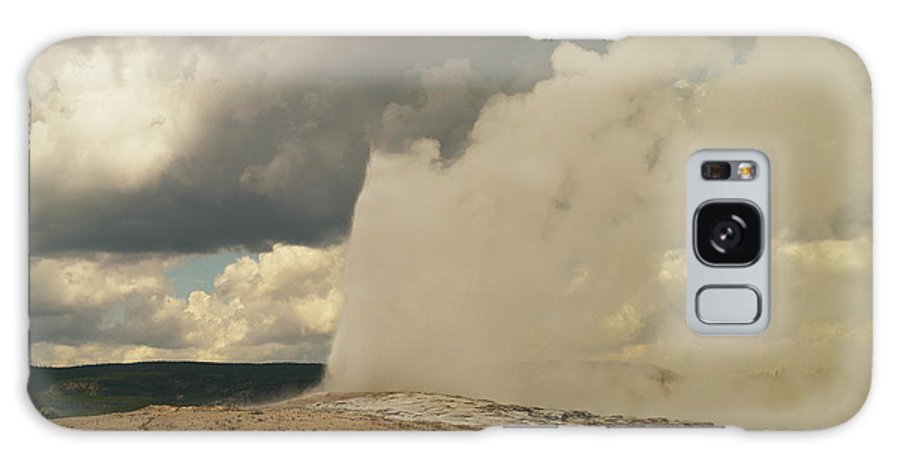 Geysers Galaxy S8 Case featuring the photograph Old Faithful by Jeff Swan