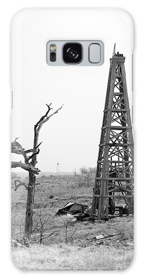 Oil Field Galaxy S8 Case featuring the photograph Old Wooden Oil Derrick by Larry Keahey