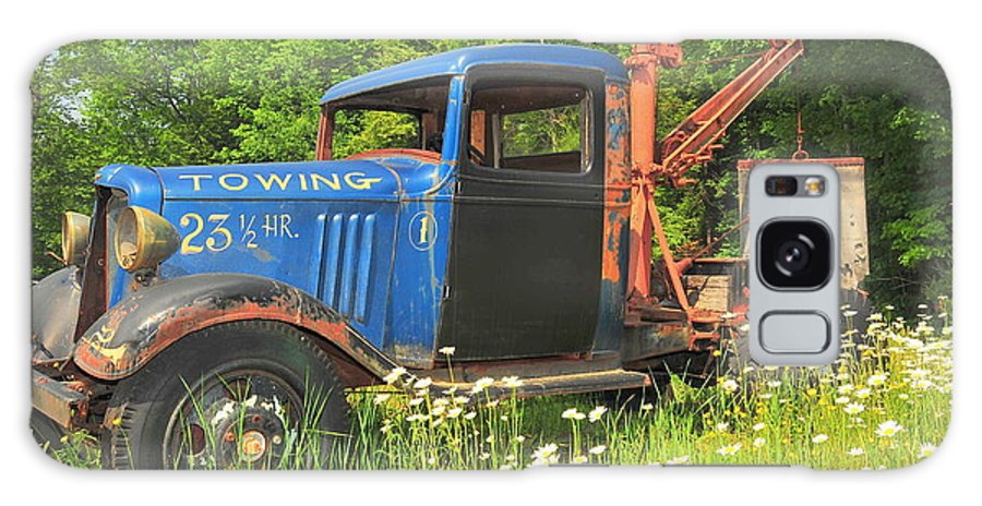 Tow Truck Sepia Old Abandoned New England Daisy Daisies Flowers Flower Broken Vehicle Vintage Floral Photo Phootgraph Photography Image Old Field Backroads Galaxy S8 Case featuring the photograph On Break Too by Catherine Reusch Daley