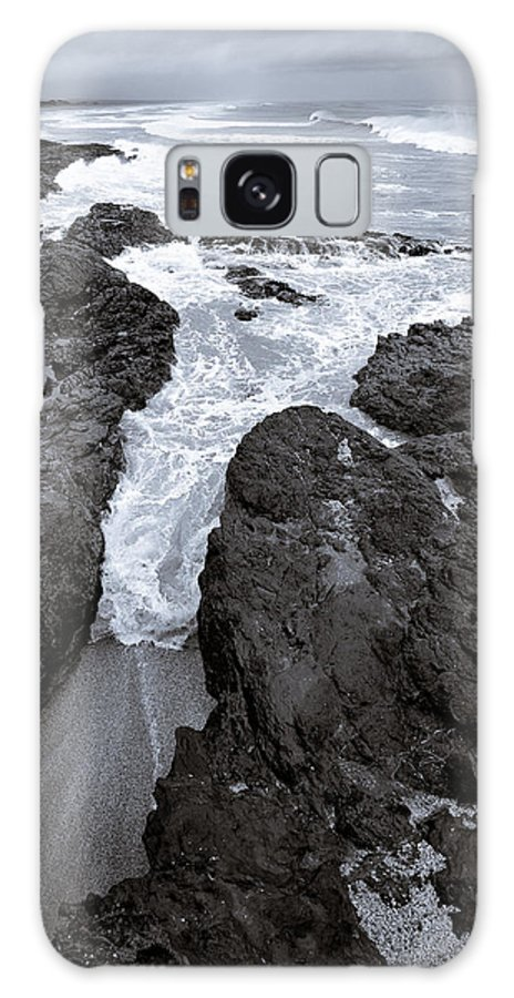 New Zealand Galaxy S8 Case featuring the photograph On The Rocks by Dave Bowman