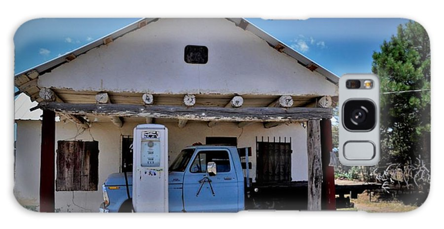 New Mexico Galaxy S8 Case featuring the photograph Out Of Service New Mexico Gas Station by Dwight Eddington