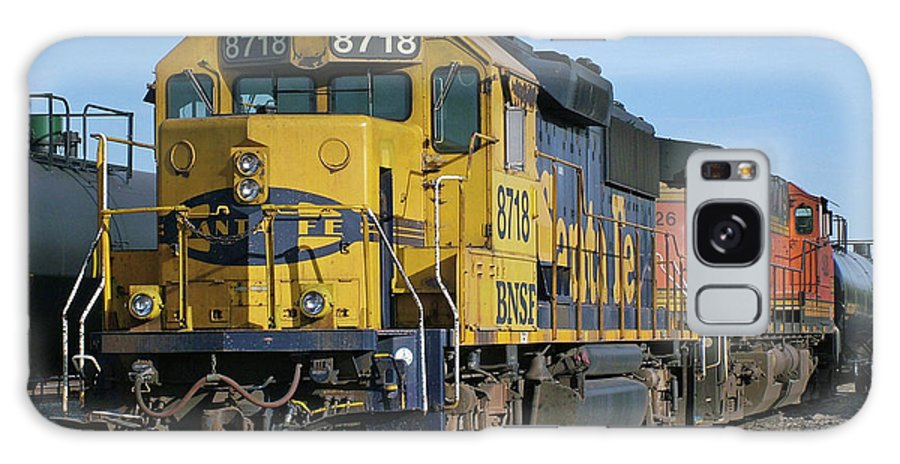 Diesel Train Galaxy S8 Case featuring the photograph Paired Up by Ken Smith