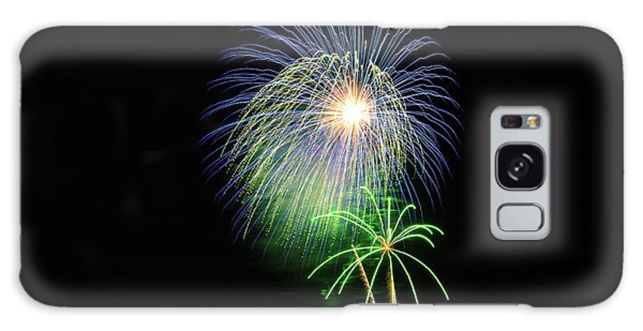 Fireworks Galaxy S8 Case featuring the photograph Palm Tree Fireworks by Connor West