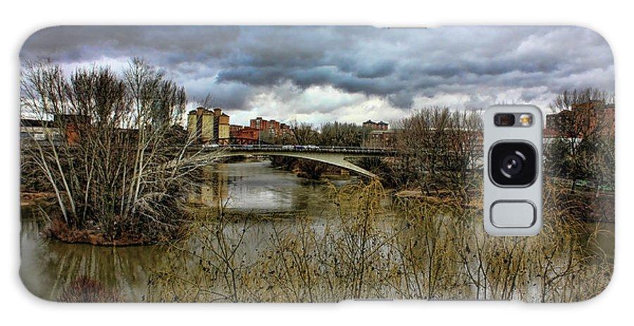 River Galaxy S8 Case featuring the photograph Pisuerga River by Angel Jesus De la Fuente