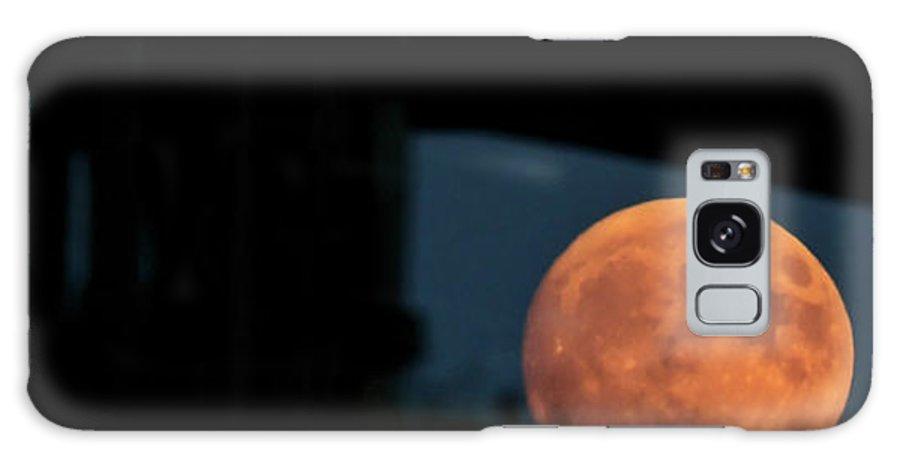 Prairie Full Moon Seen Through An Old Barn Galaxy S8 Case featuring the photograph Prairie Full Moon And Barn by Mark Duffy