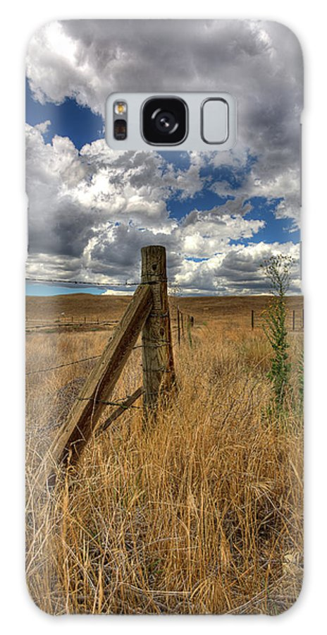 Clouds Galaxy S8 Case featuring the photograph Prarie Sky by Peter Tellone