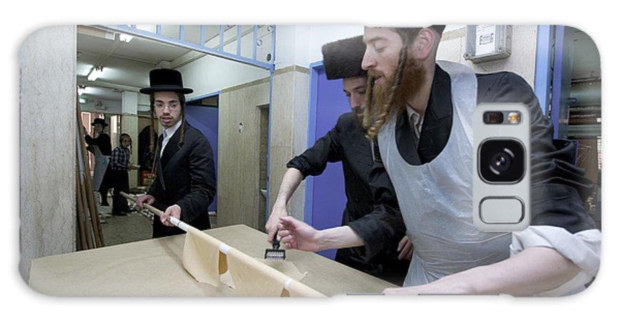 Matza Galaxy S8 Case featuring the photograph Preparing Matzah Israel by Danny Yanai