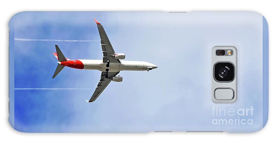Photography Galaxy S8 Case featuring the photograph Qantas In Flight by Kaye Menner