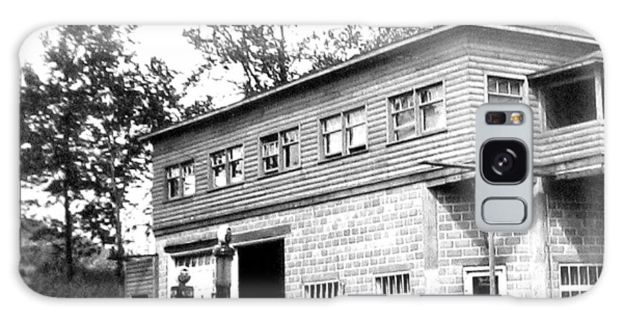 B&w Vintage Photo Galaxy S8 Case featuring the photograph Quebec Garage 1940s by Will Borden