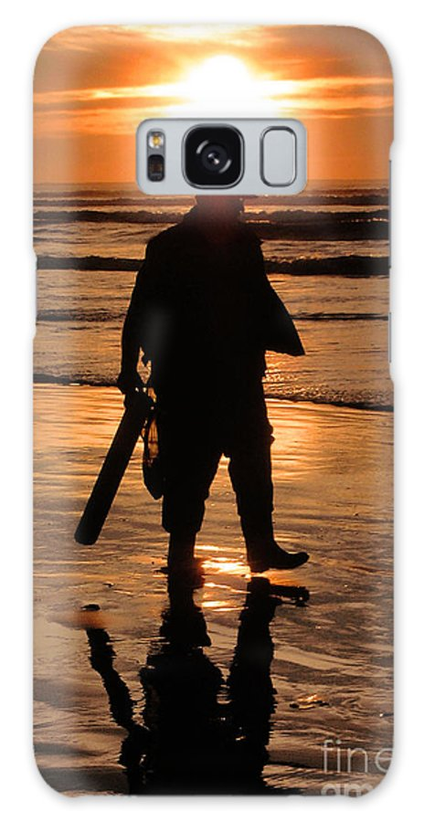 Pacific Galaxy Case featuring the painting Razor Clam Hunter by Larry Keahey