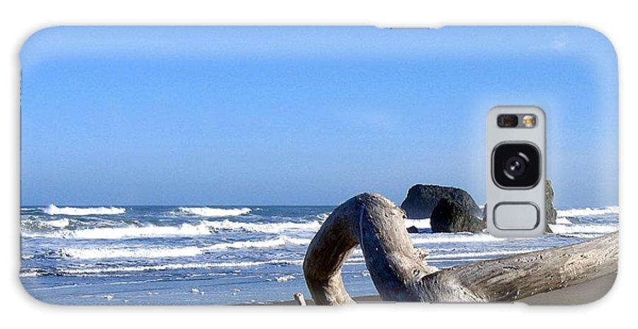 Reaching Back To The Sea Galaxy S8 Case featuring the photograph Reaching Back To The Sea by Will Borden