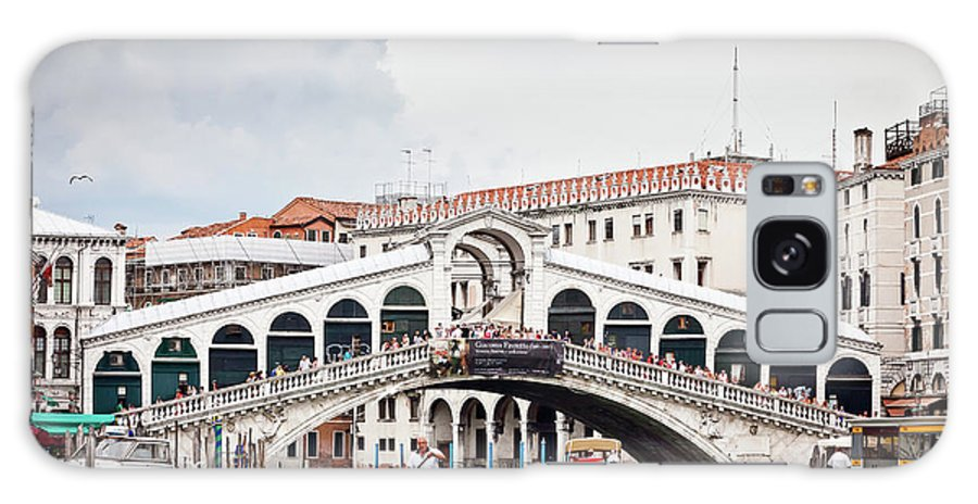 Venice Galaxy S8 Case featuring the photograph Rialto Bridge by Nelson Mineiro