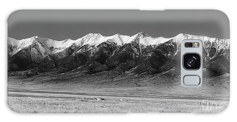 Colorado Galaxy S8 Case featuring the photograph Sangre De Cristos Dusk In Black And White by Twenty Two North Photography