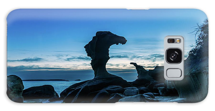 Cabbage Tree Harbour Galaxy S8 Case featuring the photograph Seaside Rock Formations At Daybreak by Merrillie Redden