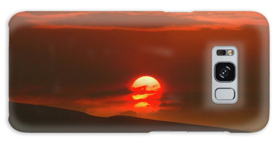 Sunset Galaxy S8 Case featuring the photograph Setting Sun Over The Wenas Valley by Jeff Swan