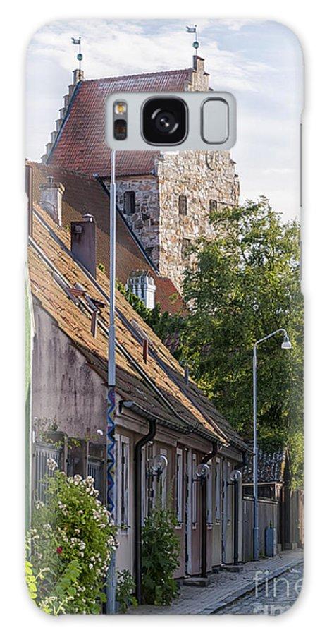 Kyrka Galaxy S8 Case featuring the photograph Simrishamn Street Scene by Antony McAulay