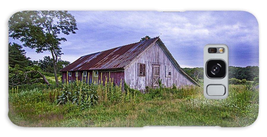 Smith Galaxy S8 Case featuring the photograph Smith Farm Barn by Robert Seifert