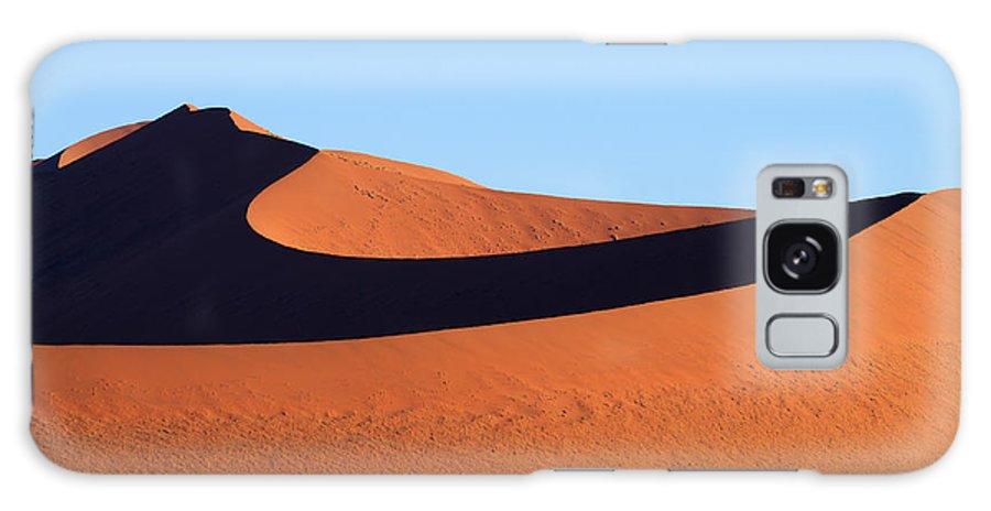 Kalahari Galaxy S8 Case featuring the photograph Sossusvlei Dunes by Davide Guidolin