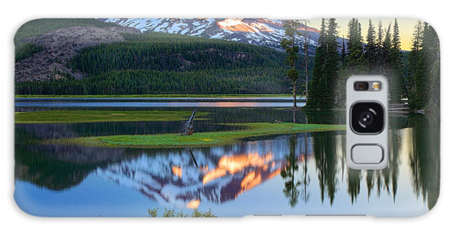 America Galaxy S8 Case featuring the photograph Sparks Lake Sunrise by Inge Johnsson