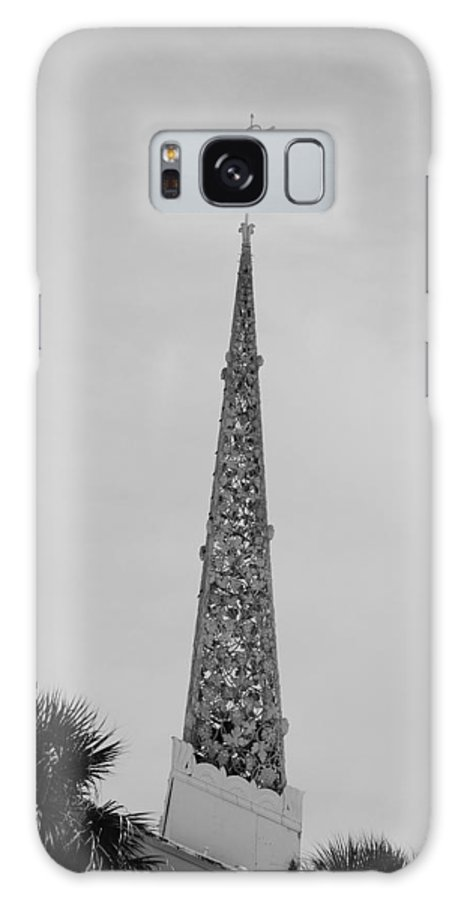 Black And White Galaxy S8 Case featuring the photograph Steeple Cross In Black And White by Rob Hans