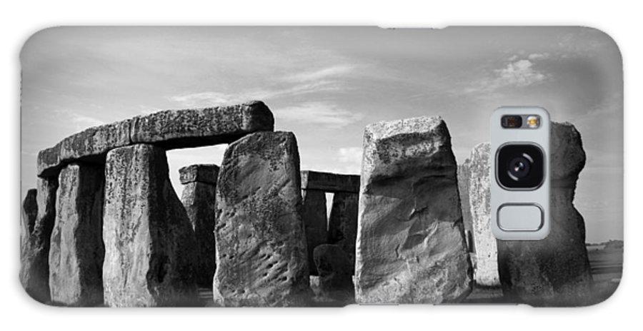 Stonehenge No 1 Bw Galaxy S8 Case featuring the photograph Stonehenge No 1 Bw by Kamil Swiatek