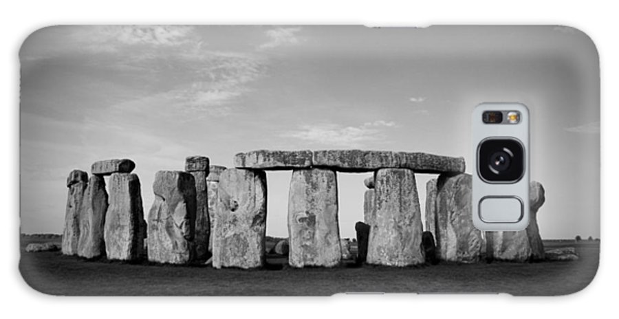 Stonehenge On A Clear Blue Day Galaxy S8 Case featuring the photograph Stonehenge On A Clear Blue Day Bw by Kamil Swiatek