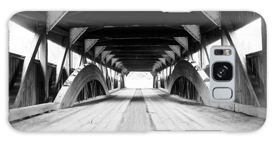 Bridge Galaxy S8 Case featuring the photograph Taftsville Covered Bridge by Greg Fortier